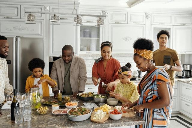 Ruokailu on osa perheen arkea